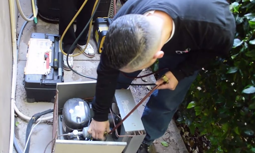 HVAC experts respond to a service call in Florida